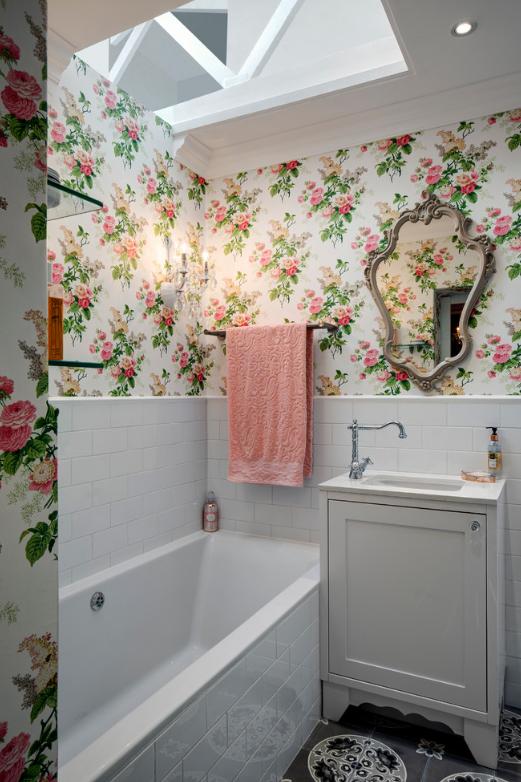 Biến tấu căn hộ với giấy dán tường và tranh tường