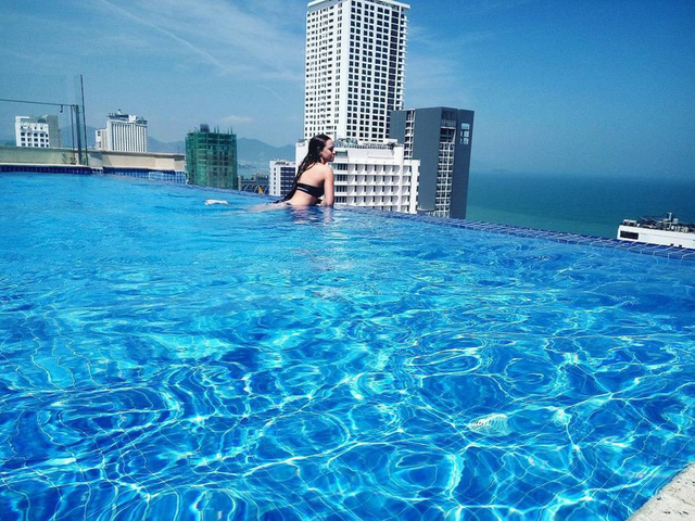 Bể bơi nơi giao thoa giữ trời và nước