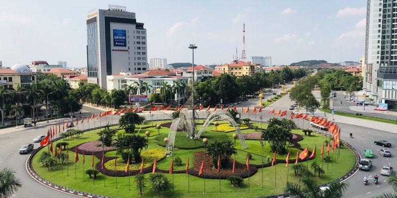 Lux Office Tọa lạc tại trung tâm thành phố, ngay vòng xoay ngã 6